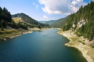 Galbenul Lake