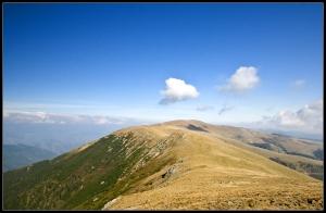 Ridge between Ursu and Balota peaks