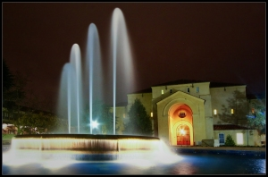 Spring fountain @Stanford, by night