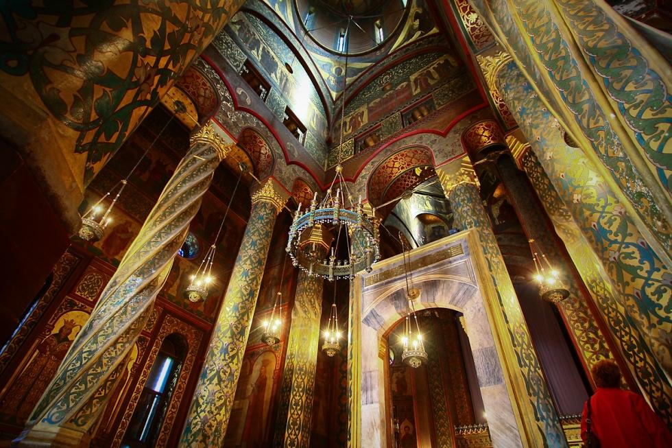 Manastirea Curtea de Arges Cathedral (Inside - columns)