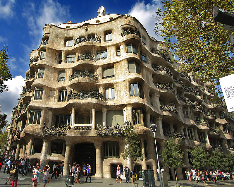Pin antoni gaudi architecture buildings 788jpg on pinterest for Architecture gaudi