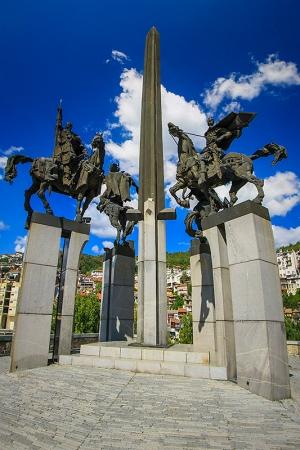web  4 horesemen phallic monument