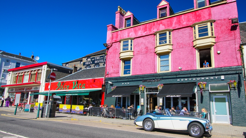 Colorful streets of Oban