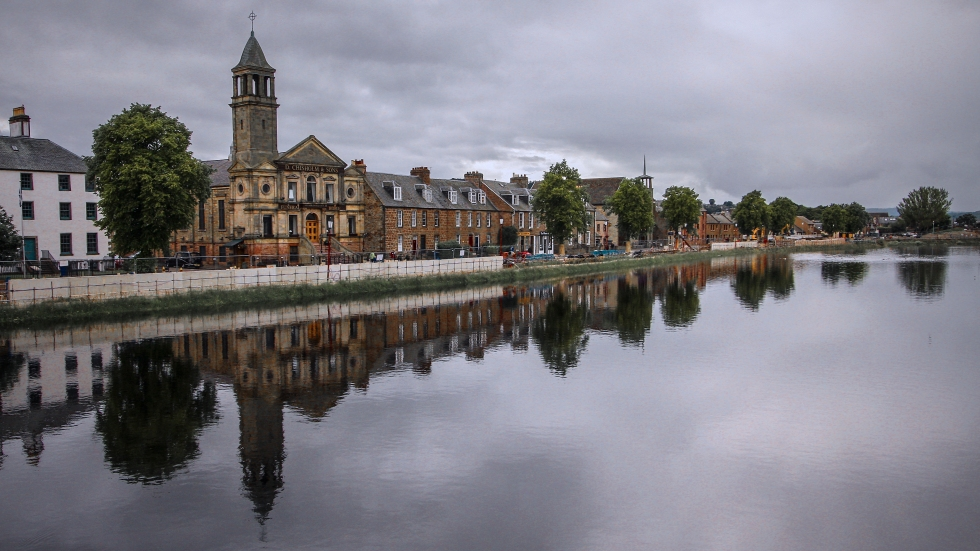 inverness city by the river - mirrored building